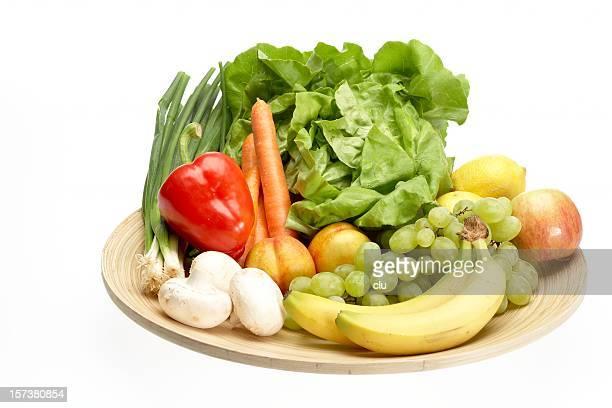 Bunten frisches Obst und Gemüse auf Holz Platte Runde