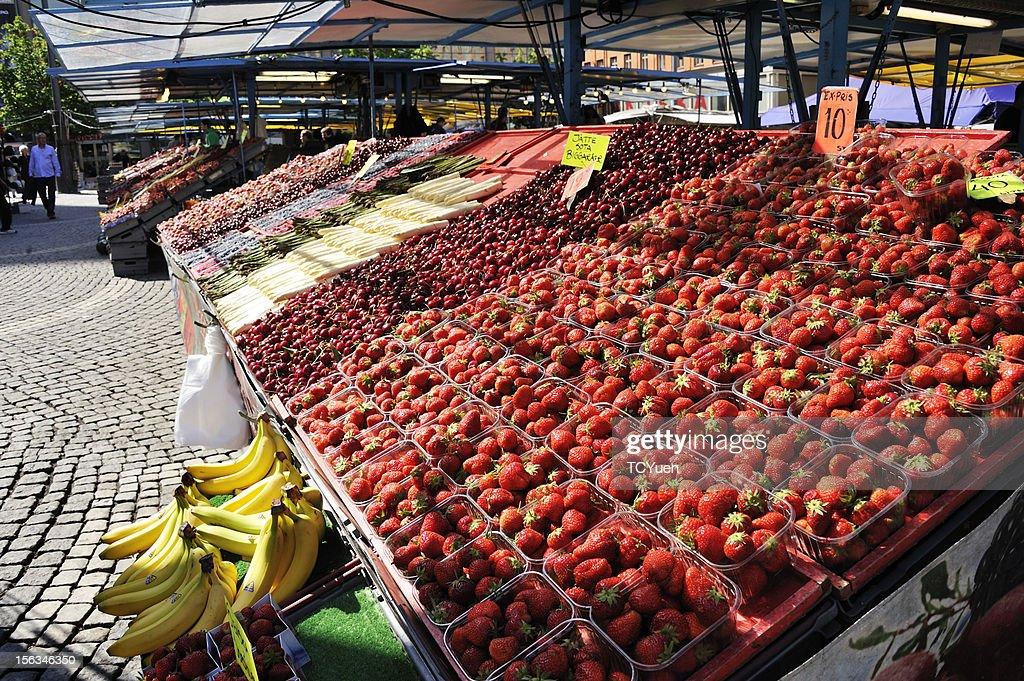 Colorful Fruit Stalls in Stockholm : Stockfoto