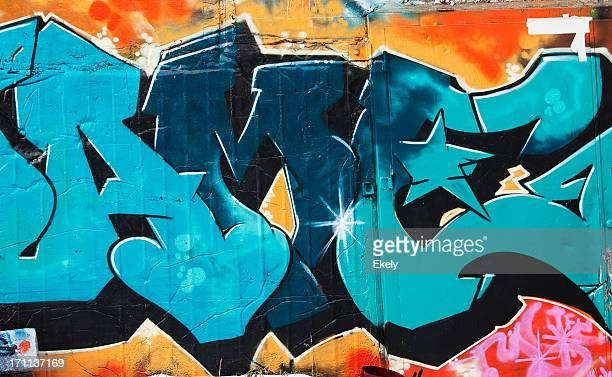 couleur graffiti sur un mur en béton. - tag photos et images de collection