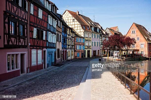 colorful half-timbered houses - colmar - fotografias e filmes do acervo