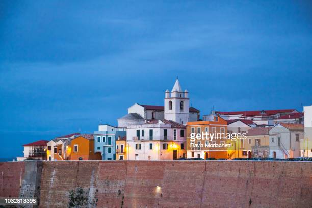 colorful historic city center of termoli - molise foto e immagini stock