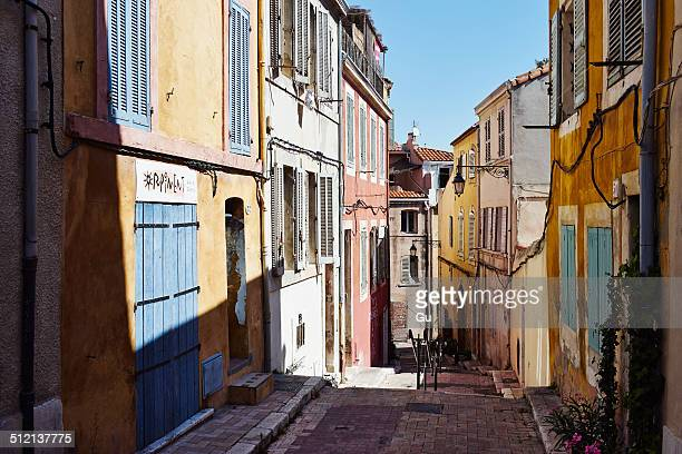 colorful house exteriors along alleyway, marseille, france - marseille photos et images de collection