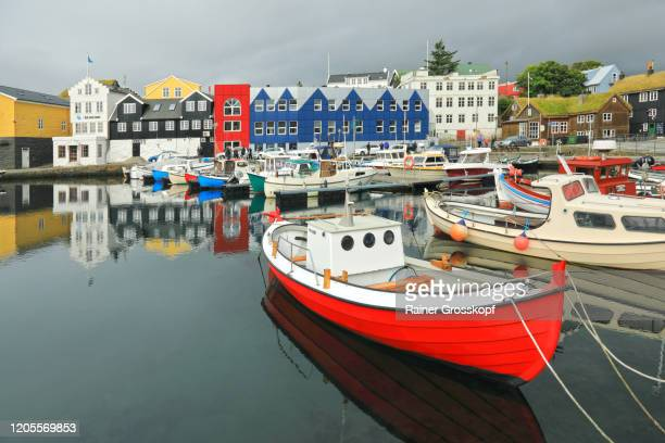 colorful houses around a small fishing harbor with colorful boats - rainer grosskopf stock-fotos und bilder