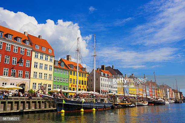 colorful houses at nyhavn, copenhagen, denmark - nyhavn stock pictures, royalty-free photos & images