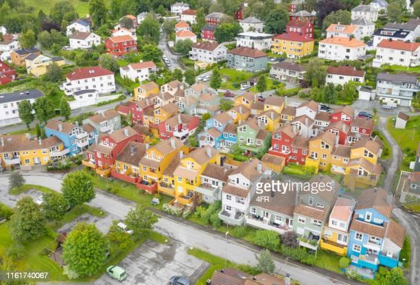 カラフルな家, バクランデット地区, トロンハイム, ノルウェー - トロンハイム ストックフォトと画像