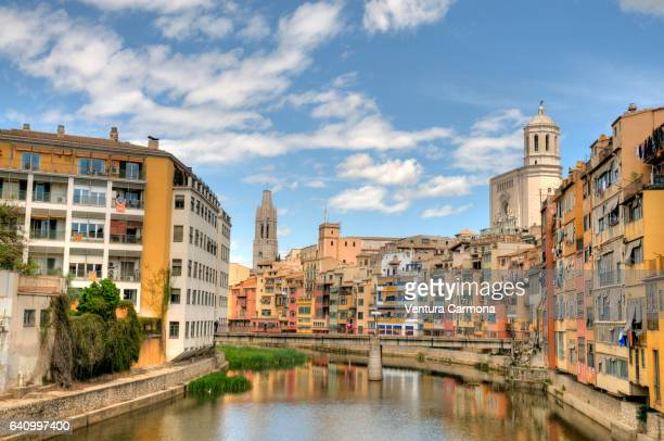 colorful houses on the onyar river bank in girona, spain - gerona city stock pictures, royalty-free photos & images