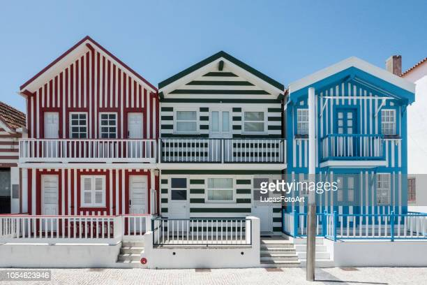 colorful houses typical of the costa nova of aveiro - portugal photos et images de collection