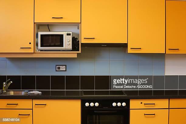 colorful kitchen. - amarillo color fotografías e imágenes de stock