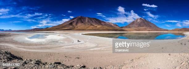 Färgglada lagunen på Salar de Uyuni i Bolivia