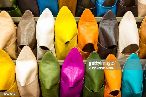 colorful leather shoes slippers in morocco market stall. - cristian neri foto e immagini stock