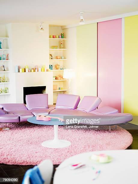 A colorful livingroom.