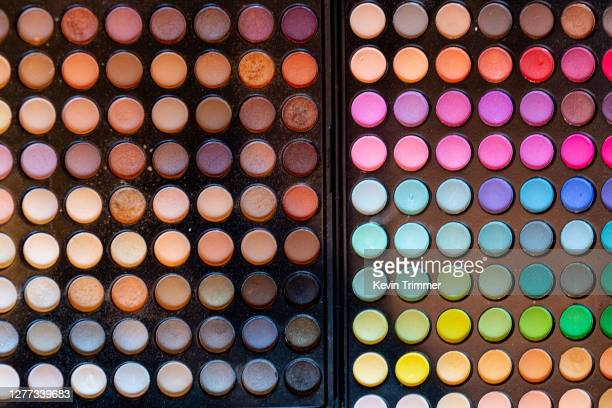 colorful makeup palette - アイシャドウ ストックフォトと画像