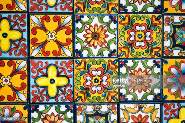colorful mexican tiled wall - pavimento di mattonelle foto e immagini stock