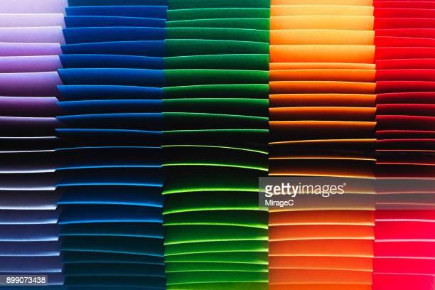 colorful paper pages - capas superpuestas fotografías e imágenes de stock