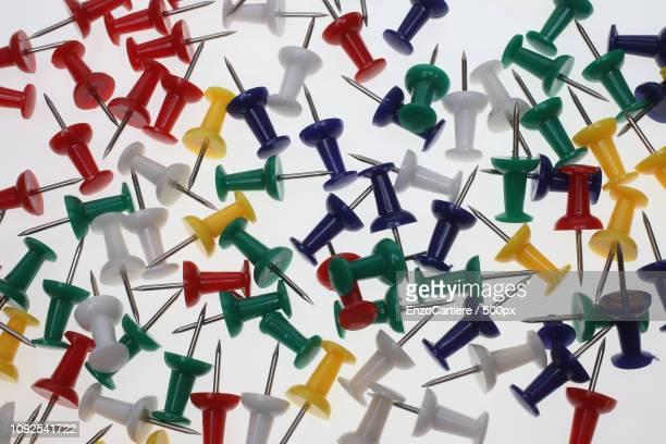 colorful pushpins or pushneedles - {{asset.href}} stock-fotos und bilder