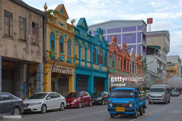 colorful shophouses in hat yai - hat yai foto e immagini stock