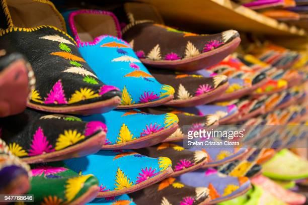 colorful slippers (babouches) for sale in morocco - cristian neri foto e immagini stock