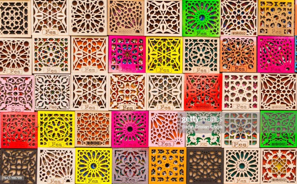 Colorful souvenirs in Fez, Morocco : Foto de stock
