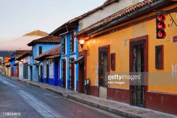 colorful street at sunrise - メキシコ 街 ストックフォトと画像