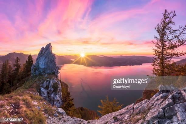 colorful summer sunset with view to lake attersee from schober- sunset at mount schoberstein, alps - austria foto e immagini stock