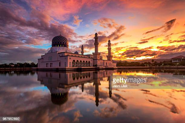 colorful sunrise scene at likas mosque, kota kinabalu, sabah, ma - kota kinabalu stock pictures, royalty-free photos & images
