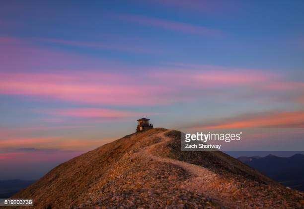colorful sunrise trail to fire watch house - steamboat springs colorado - fotografias e filmes do acervo