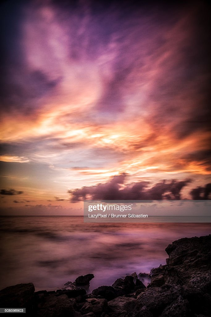 Colorful sunset on the sea : Foto de stock