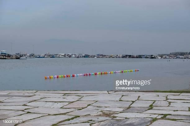 colorful target baloons with i̇nciralti marina at the background. - emreturanphoto stock-fotos und bilder