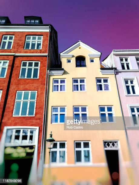 colorful townhouses in nyhavn, denmark - rob castro stock pictures, royalty-free photos & images