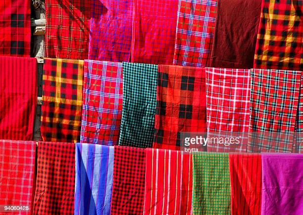 Masaï vêtements traditionnels hauts en couleur de fond