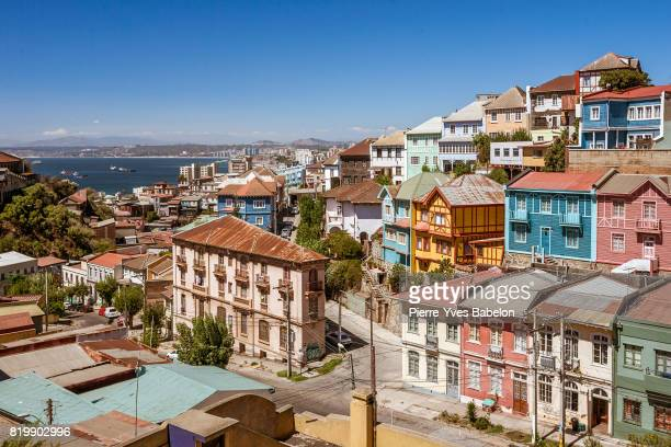 colorful valparaiso - südamerika stock-fotos und bilder
