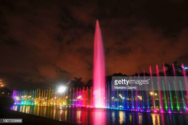 colorful water fountain in park - região da capital - fotografias e filmes do acervo
