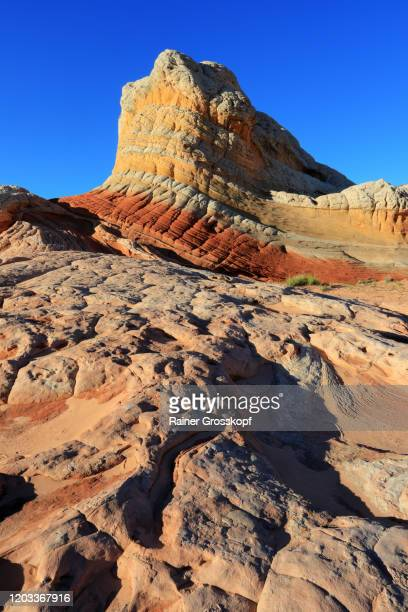 colorfule striped sandstone rocks in a desert landscape - rainer grosskopf foto e immagini stock