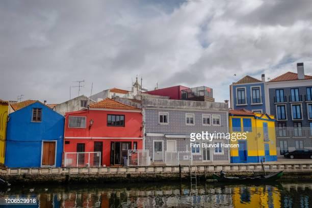 colorfull buildings in aveiro - finn bjurvoll stockfoto's en -beelden