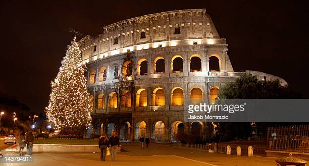 colosseum at night in rome - jakob montrasio stock pictures, royalty-free photos & images