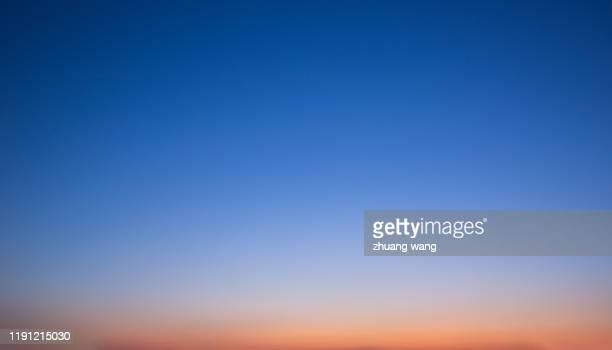 colour sky - soft focus foto e immagini stock