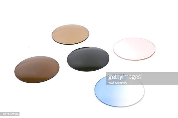 verres de couleur - lunettes de soleil teintées photos et images de collection