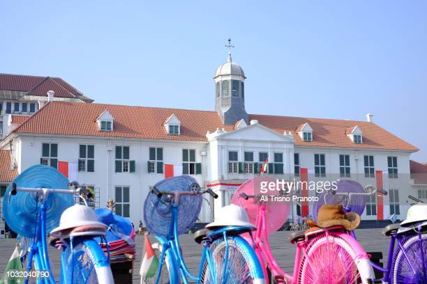 colourful bikes for rent in old batavia or jakarta old city - {{asset.href}} imagens e fotografias de stock