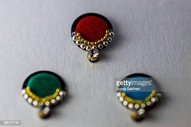 colourful bindis - bindi stock pictures, royalty-free photos & images