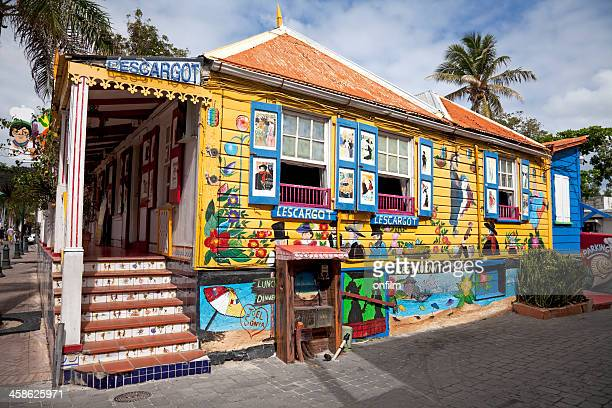 colourful caribbean creole restaurant - sint maarten caraïbisch eiland stockfoto's en -beelden