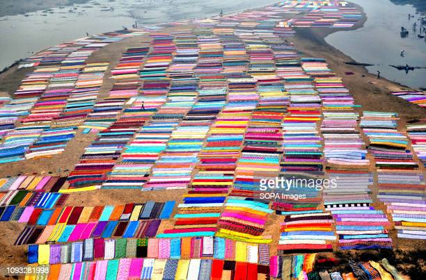 Colourful clothes spread on the soil next to the river bank of Barakar in Jharkhand area The Dhobi Ghat of Kumardubi in the Jharkhand Province is the...