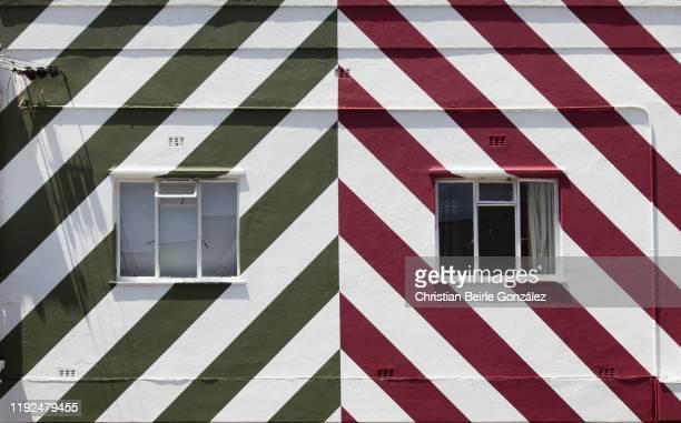 colourful facades of house of bo kaap in cape town, south africa - christian beirle stockfoto's en -beelden