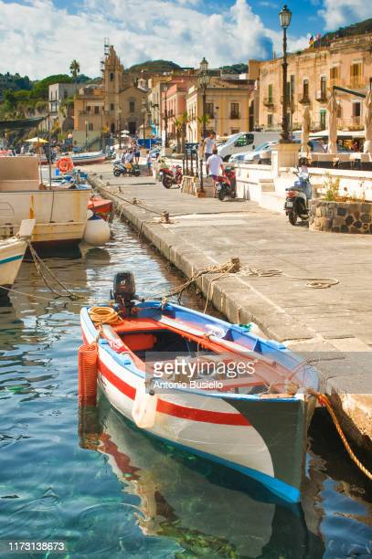 colourful fisherman boat tied to the dock in lipari - unesco stockfoto's en -beelden