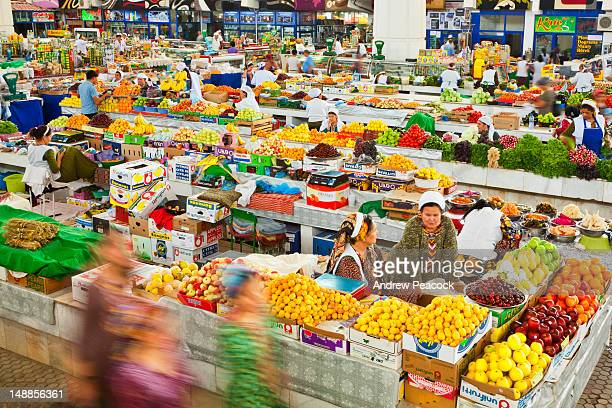 colourful fruit and vegetable stands at russian bazaar. - トルクメニスタン ストックフォトと画像