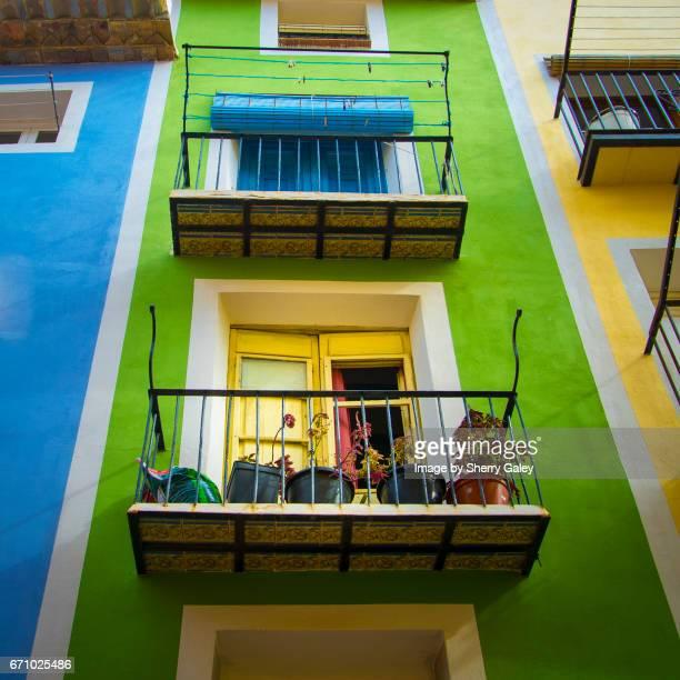 colourful houses in villa joyosa, spain - bairro antigo imagens e fotografias de stock