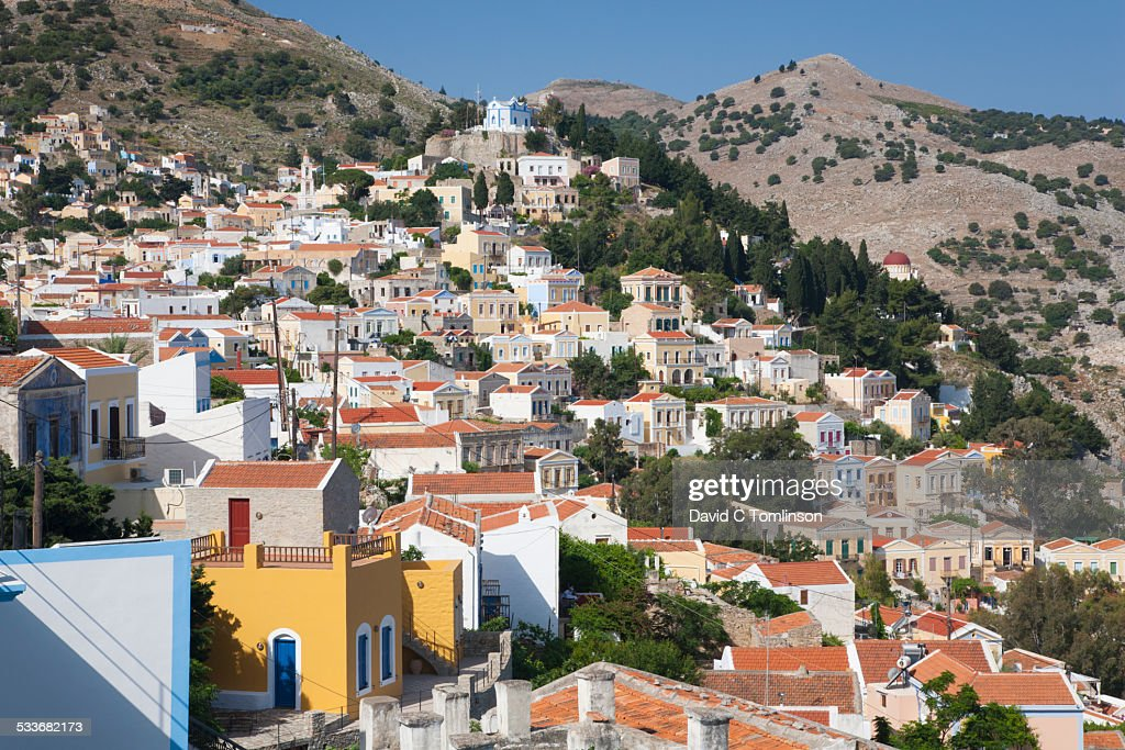 Colourful houses on hillside, Horio, Symi, Greece : Foto stock
