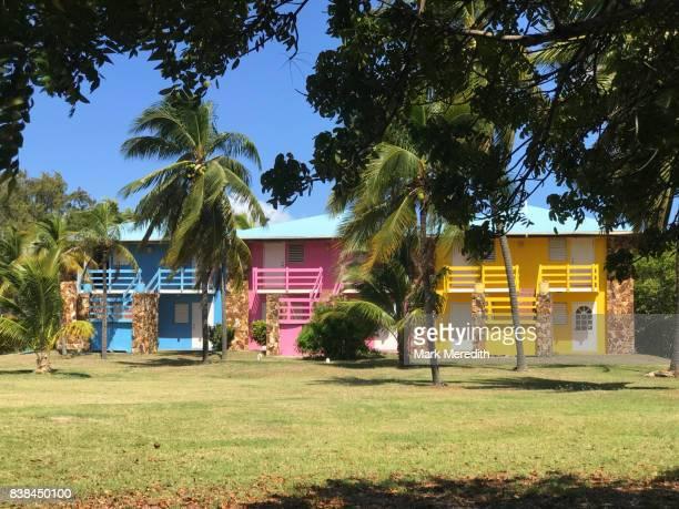 colourful houses, virgin gorda, british virgin islands - islas de virgin gorda fotografías e imágenes de stock