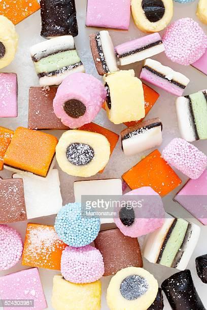 Coloridos liquorice Candy sobre blanco