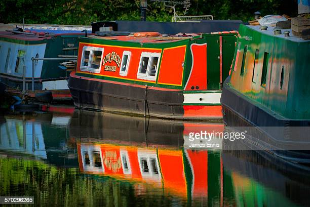 colourful narrow boat on macclesfield canal - macclesfield stock pictures, royalty-free photos & images
