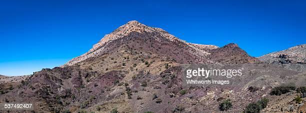 colourful rocky mountains near jabal shams - arabian peninsula stock pictures, royalty-free photos & images